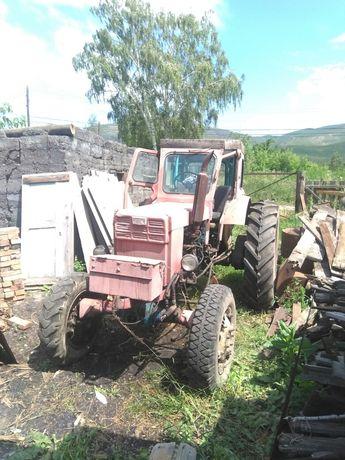Продам трактор.
