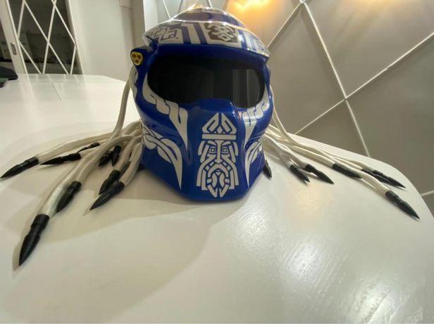 Шлем хищник