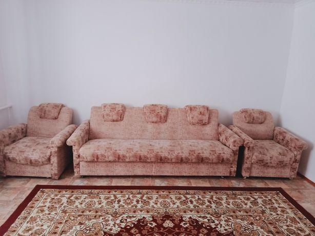 Диван с двумя креслами в хорошем состоянии