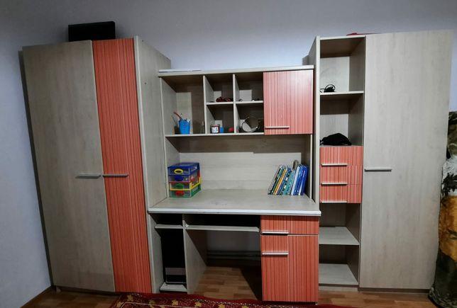 Продам настенную мебель в спальню