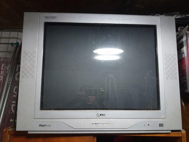 Телевизор большой