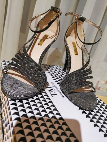 Vând sandale cu sclipici