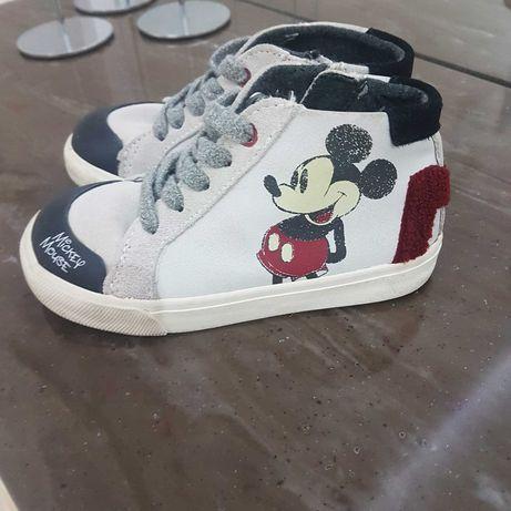 Детская обувь на девочку