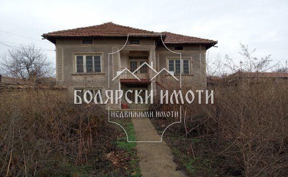 Двуетажна къща в Долна Липница
