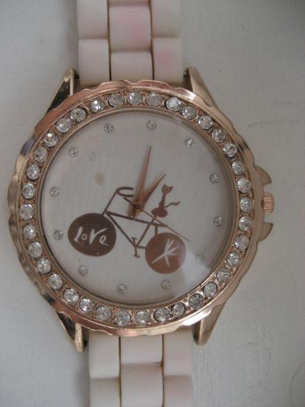 електронен часовник за ръка (дамски)