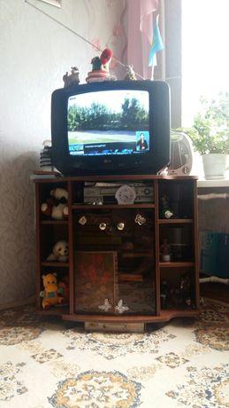 Продам телевизор  LG с тумбой в хорошем состоянии