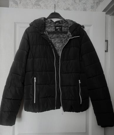 Куртка женская повседневная спортивная черная на осень