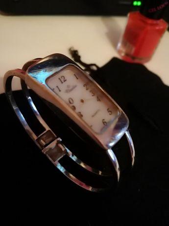 Часовник дамски златист и сребро