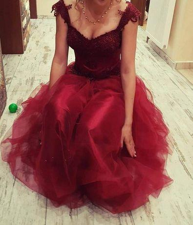 Бална рокля цвят бордо