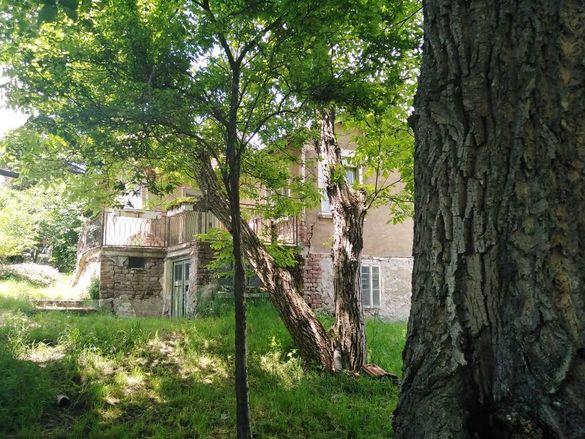 Къща с голям двор в село Расник