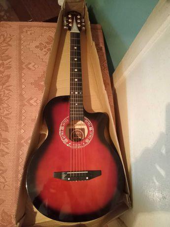 Акустическая гитара в упаковке. Недорого!!!