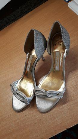 Pantofi gri cu toc subtire