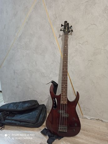 Бас гитара, чехол