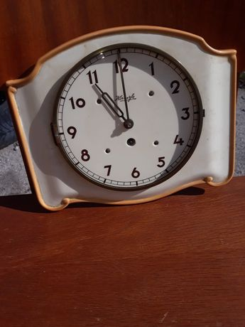 Стар ,античен, немски ,керамичен часовник
