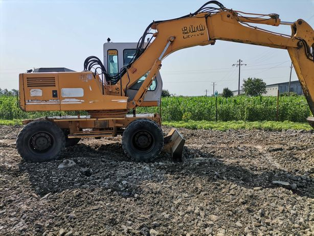 Excavator pe roti