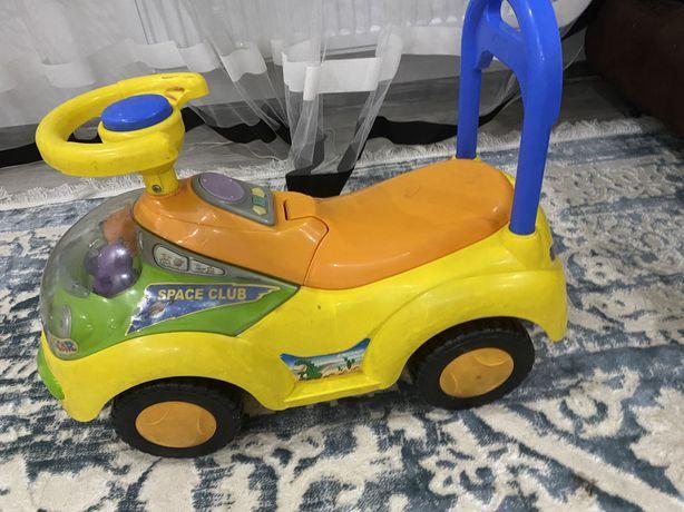 Отдам детскую машинку