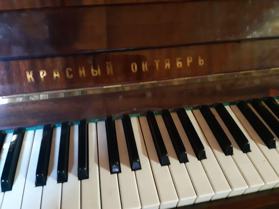 Pianină marca crasnie octambrie Botosani - imagine 1