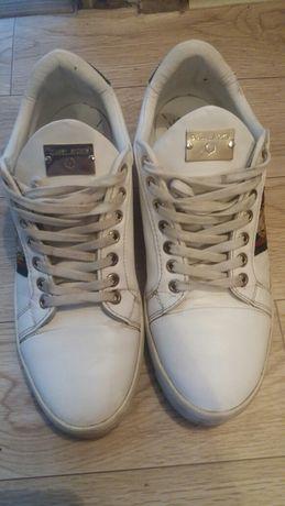 Продам кроссовки 42 размер чисто турецкий цена 8000