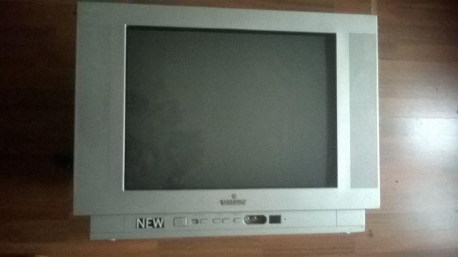 Vând televizor color cu telecomandă marca Watson