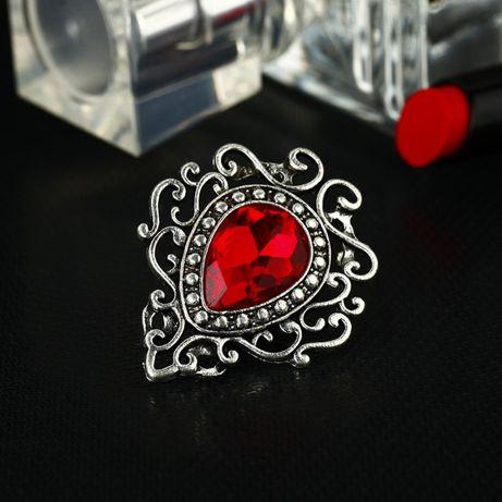 Broșă Medieval Ruby