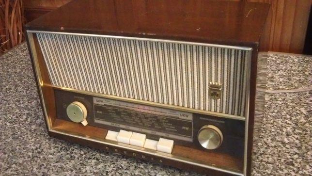 Radio cu lampi Grundig type 96 din 1960-transport gratuit
