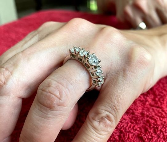 Inel din aur alb de 5.55g cu 5 diamante naturale