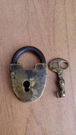 Старинный бронзовый замочек