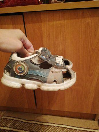 Продам сандалии для мальчика