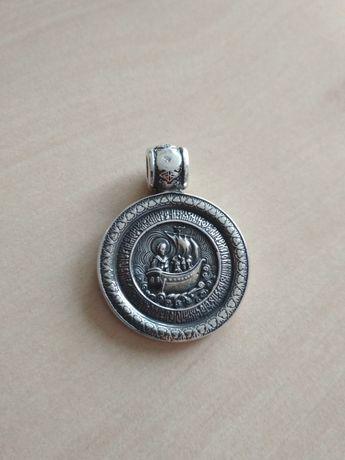 Масивен сребърен медальон