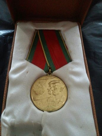 Medalie din 1962 : in cinstea incheierii colectivizarii agriculturii.