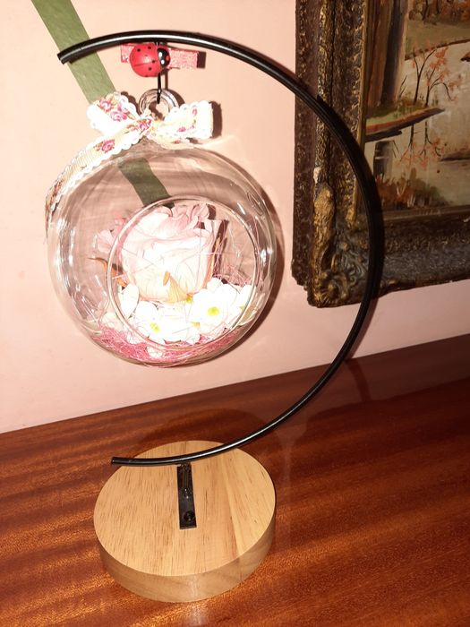 Decoratiune cu trandafir criogenat in bol de sticla pe suport Constanta - imagine 1
