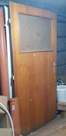 Масивна дървена врата без каса