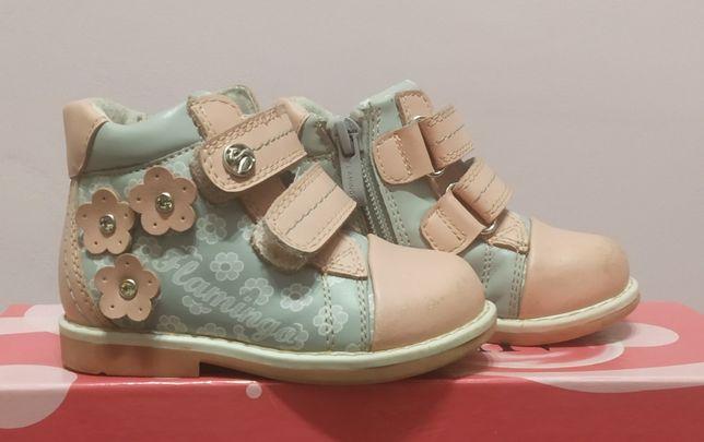 Продам детские осенние ботиночки