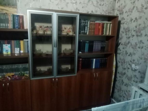 Продам стенку офисную, можно и домой на зал смотрится очень красиво.