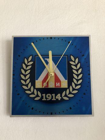 Стенен часовник Левски