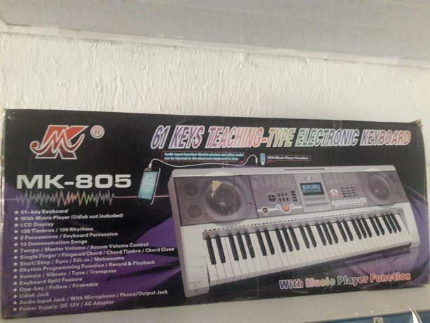 Синтезатор МК-805