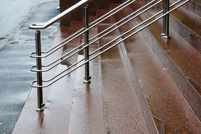 Trepte si contratrepte granit fiamat pentru exterior