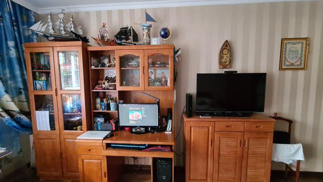 Продам шкаф, под телевизорный шкаф и компьютерный стол