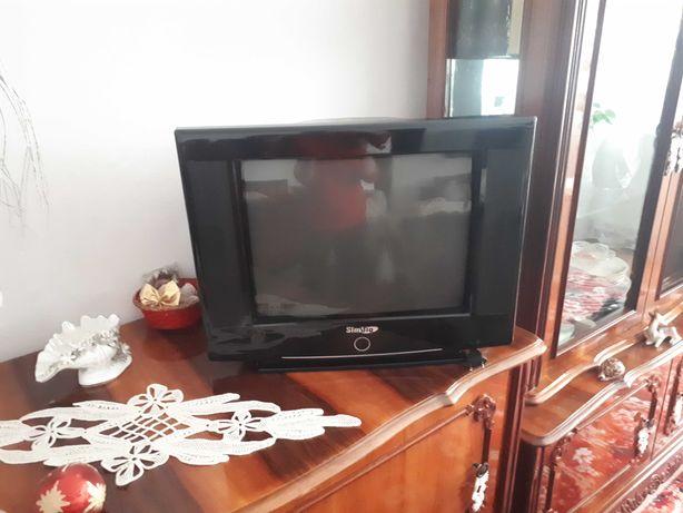 Televizor mic, cu telecomanda,  in stare buna