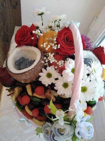 Фруктовый букет, клубника, цветы