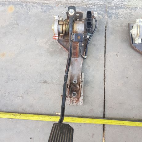 Vand pedala de accelerație electroninica y61 motor 2800cmc si zd30