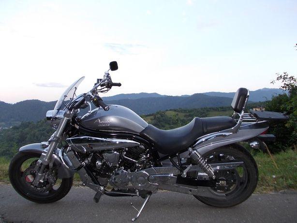 Motocicleta HYOSUNG model Aquila GV650