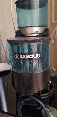 Продам  комплект кофемолку +кофемашина для профессионалов