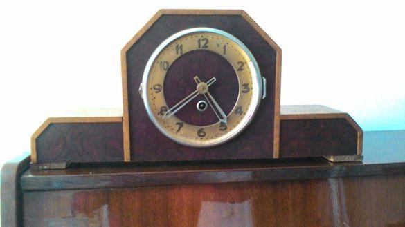 продавам антикварен часовник- запазен е и работи