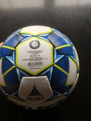 Vând mingi de fotbal Select.