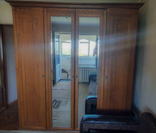 Деревянный шкаф 4Д в отличном состоянии