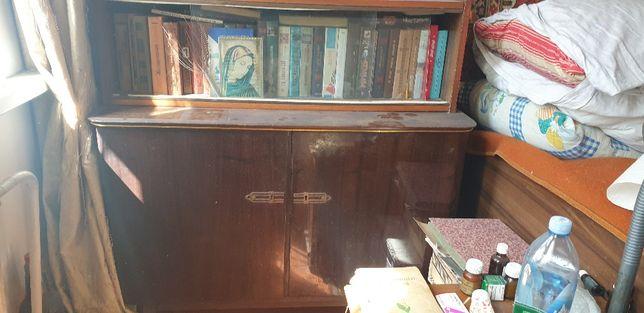 Продам книжный шкафчик с полкой