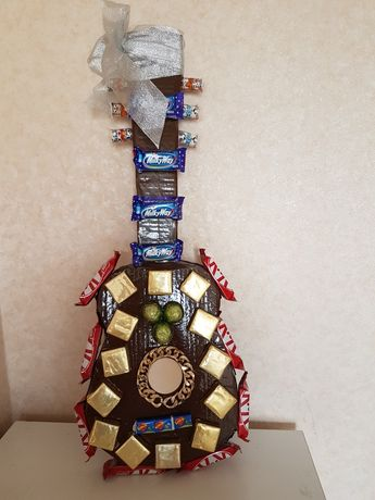 Гитара из конфет отличный подарок для мужчины