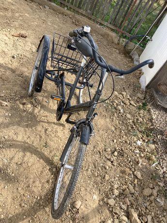 Vând Bicicleta cu 3 Roti