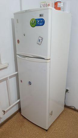 Продаётся рабочий холодильник